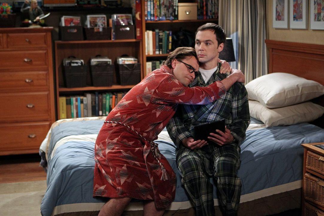 Leonard (Johnny Galecki, l.) hat eine schlechte Nachricht für Sheldon (Jim Parsons, r.), denn Arthur Jeffries, der als Professor Proton der Held von... - Bildquelle: Warner Brothers