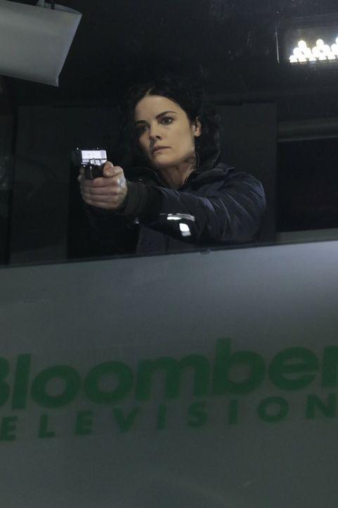 In letzter Minute kann Jane (Jaimie Alexander) den Terroristen ausfindig machen, der die Börse vergasen will ... - Bildquelle: Warner Brothers