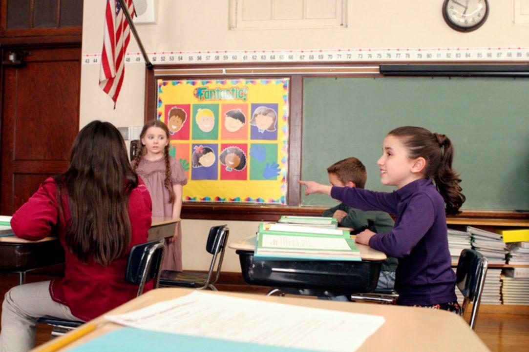 Rückblick: Als Kind wird Melinda (Grace Fulton, r.) vom Geist der kleinen Sarah (Abigail Breslin, 2.v.l.) heimgesucht. Noch weiß sie nicht, dass nur... - Bildquelle: ABC Studios