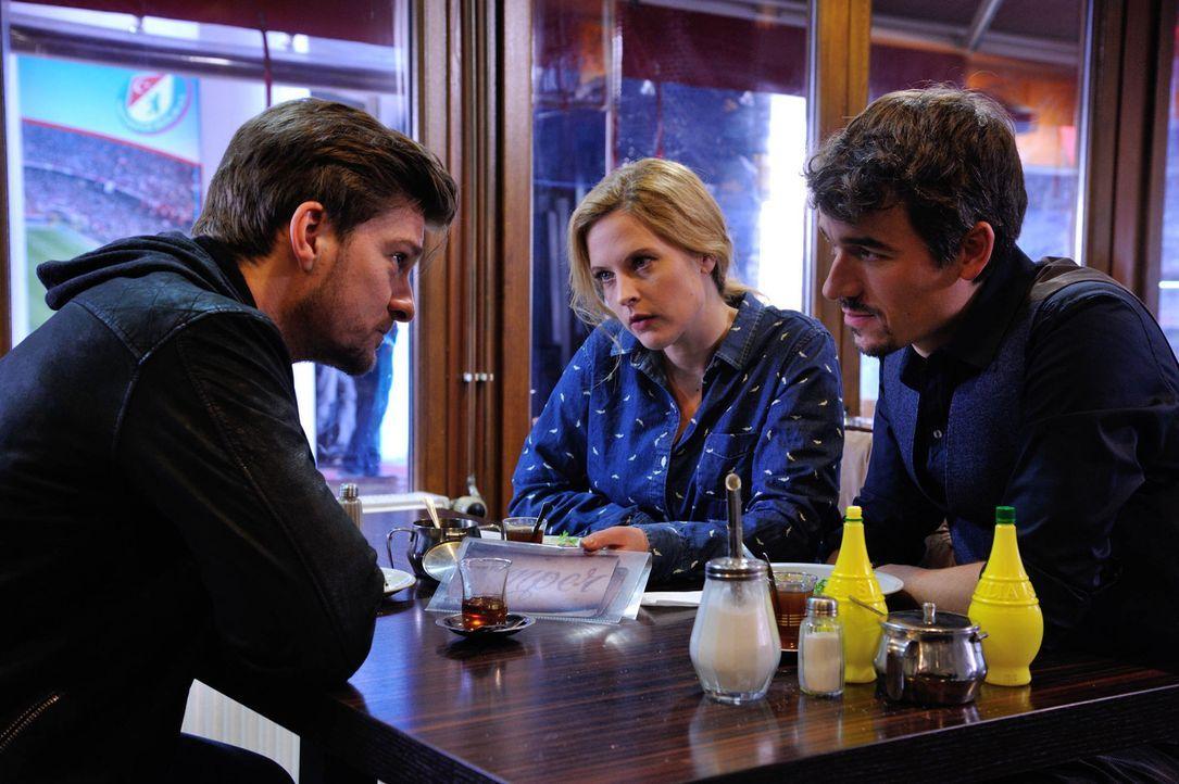 Als ein türkisches Mädchen ermordet wurde, sind Josephine (Diana Amft, M.), Fritz (Matthi Faust, l.) und Alexander (Alexander Khuon, r.) gefragt, um... - Bildquelle: Hardy Spitz SAT.1