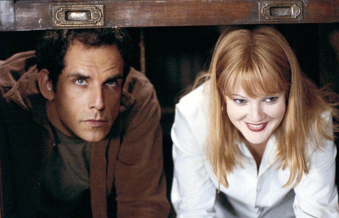 Das neue Heim beherbergt jedoch ein Detail, mit dem  Alex (Ben Stiller, l.) und Nancy (Drew Barrymore, r.) nicht gerechnet haben: die im Obergeschos... - Bildquelle: Michaels Darren Miramax Films.  All Rights Reserved.