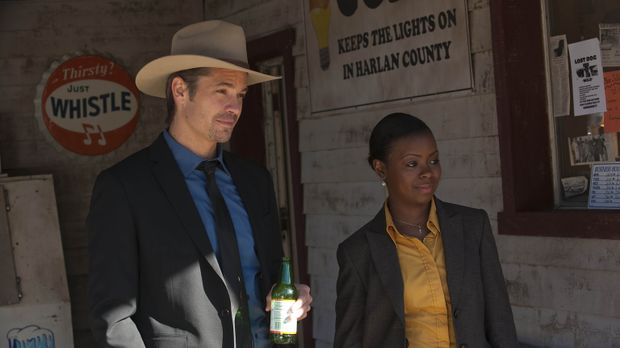 Deputy Marshal Raylan Givens (Timothy Olyphant, l.) und US Marshall Rachel Br...