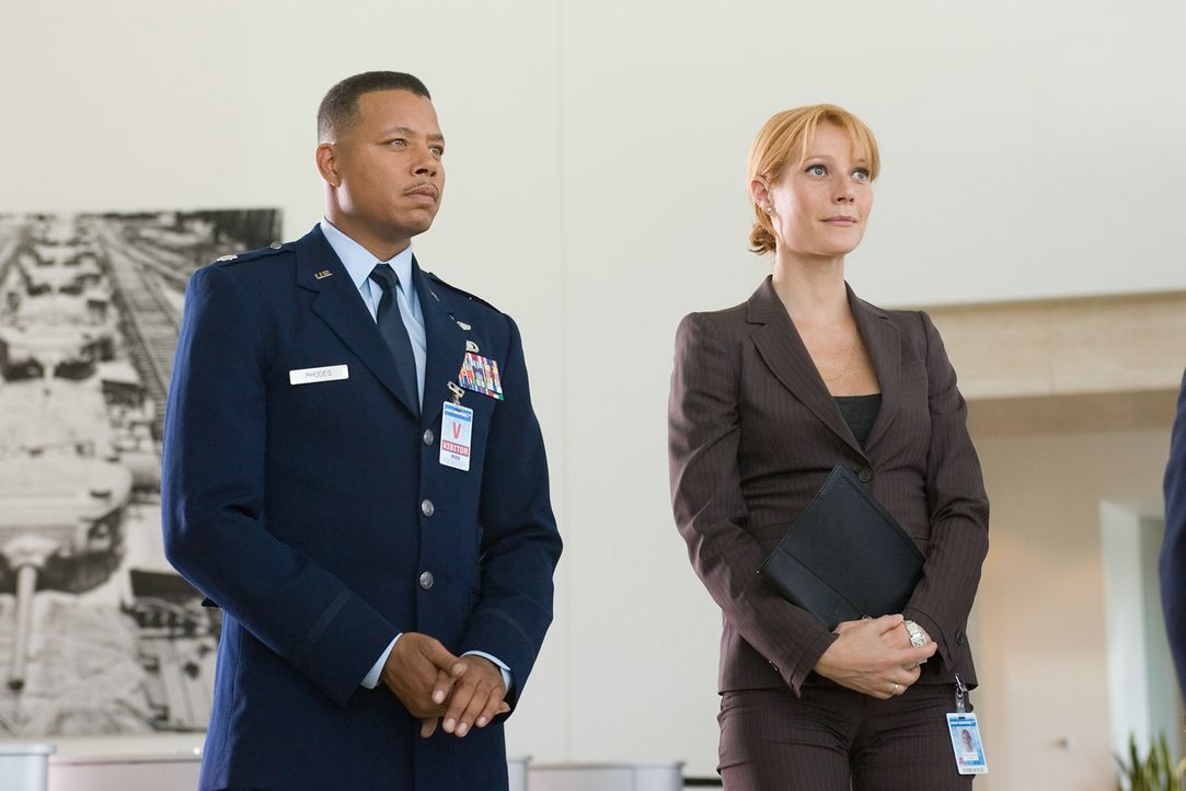 "Stehen Lt. Colonel James ""Rhodey"" Rhodes (Terrence Howard, l.) und Pepper Potts (Gwyneth Paltrow, r.) dem erfinderischen Multimillionär Tony Stark b... - Bildquelle: 2008 MVL Film Rinance LLC. All Rights reserved."