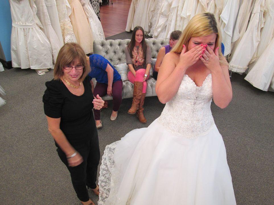Während Sarah nach einem Prinzessinenkleid sucht, hat Dana ganz genaue Vorstellungen von ihrem Traumkleid und Jarivette braucht lediglich schnell ei... - Bildquelle: TLC