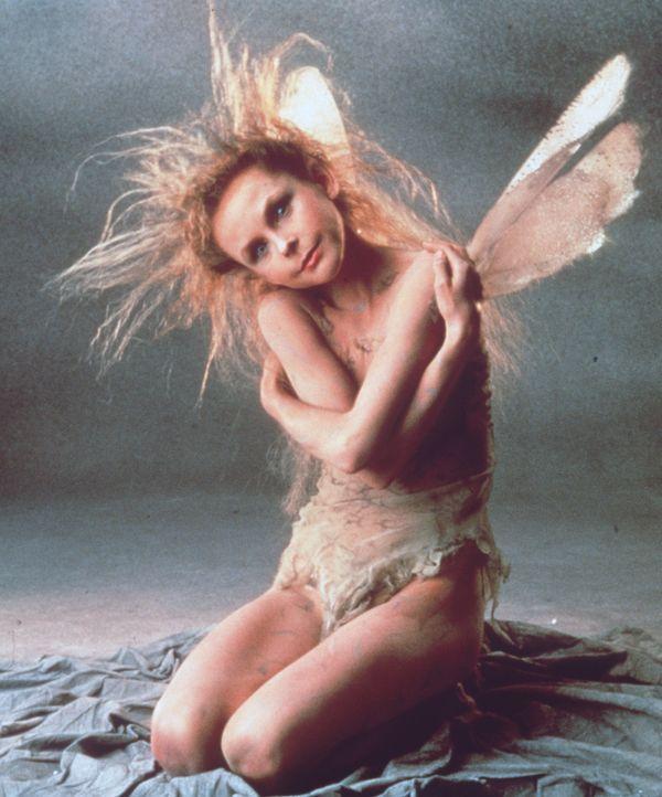 Mutig stürzt sich die kleine Elfe Oona (Annabelle Lanyon) zusammen mit Feen und Wichtelzwergen in den aussichtslosen Kampf gegen die Kobolde des Her... - Bildquelle: Universal Pictures