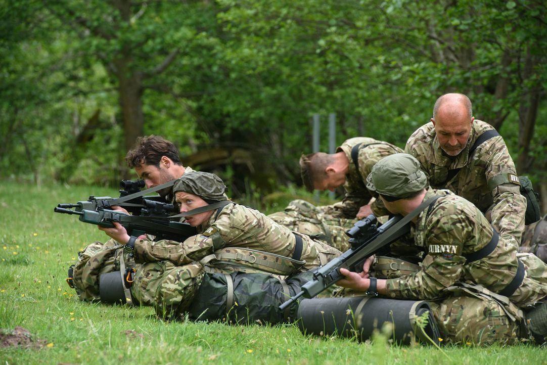 Die 29 Bootcamp-Teilnehmer gehören zu den fittesten Briten und müssen in der ultimativen Trainingswoche durch die Hölle: Heftige Strapazen, wie die... - Bildquelle: Warren Orchard 2015 BBC