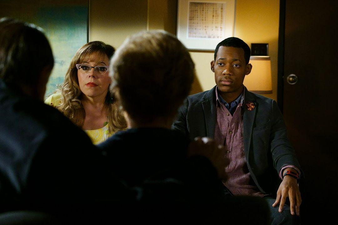Versuchen alles, um eine Familie aus den Fängen ihres Entführers zu retten: Russ Montgomery (Tyler James Williams, r.) und Garcia (Kirsten Vangsness... - Bildquelle: ABC Studios