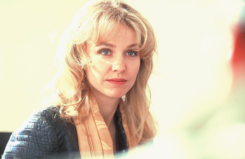Weil ihre Freundin zu aufgeregt ist, springt die zweifache Mutter Louisa (Claudia Messner) für sie als Kandidatin einer Single-sucht-Single-Show ein... - Bildquelle: Rolf von der Heydt ProSieben
