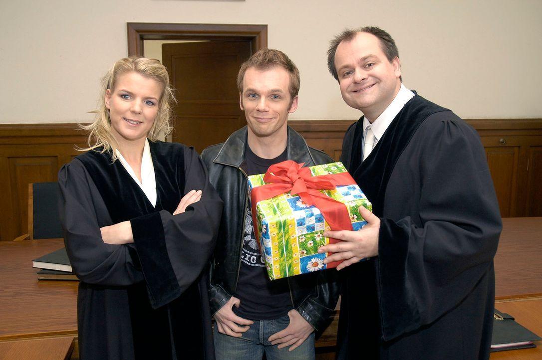 """Bei Mirja Boes, Ralf Schmitz und Markus Majowski (v.l.n.r.), den Darstellern von """"DIE DREISTEN DREI - DIE COMEDY WG"""", gibt es auch bei Gericht viel... - Bildquelle: Oliver S. Sat.1"""