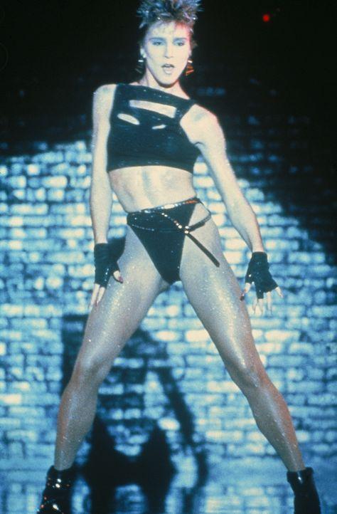 Lässt Männerherzen höher schlagen: die sexy Tänzerin Jackie (Cynthia Rhodes) - Bildquelle: Paramount Pictures
