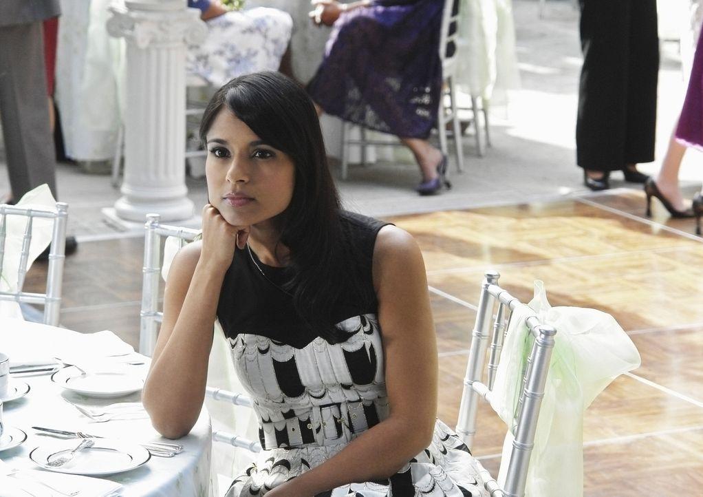 Nachdem Rebecca (Dilshad Vadsaria) während eines Spiels von Rebecca geküsst wird, ist sie völlig durcheinander ... - Bildquelle: 2009 DISNEY ENTERPRISES, INC. All rights reserved. NO ARCHIVING. NO RESALE.