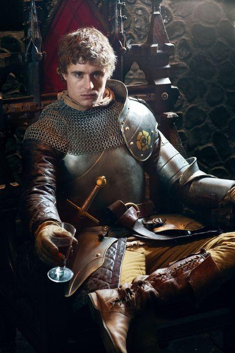 Noch ist Edward IV (Max Irons) König von England, doch der Thron ist ihm niemals sicher, denn er hat Feinde, die einiges dafür tun würden, ihn zu... - Bildquelle: 2014 Tonto Films and Television Limited, All rights reserved