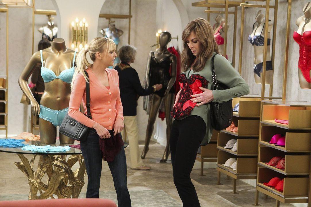 Beim Shoppen können sich Christy (Anna Faris, l.) und ihre Mutter Bonnie (Allison Janney, r.) voll austoben ... - Bildquelle: 2016 Warner Bros. Entertainment, Inc.