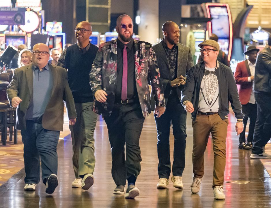 (v.l.n.r.) Stu (Alden Ray); Bill (Erik Marion); Toby (Chris Sullivan); Shooter (Reggie Watkins); Rick (Alan Heitz) - Bildquelle: Ron Batzdorff 2017-2018 NBCUniversal Media, LLC.  All rights reserved.