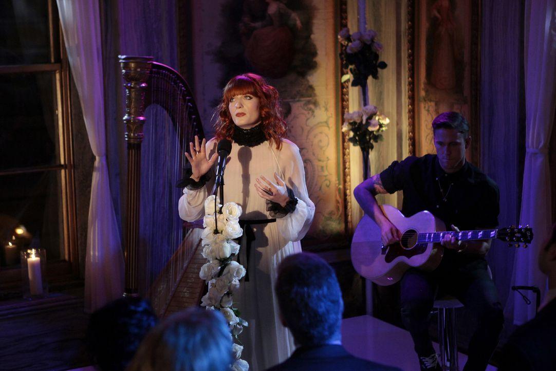 Stellen ihr Können unter Beweis: Florence and the Machine ... - Bildquelle: Warner Bros. Television