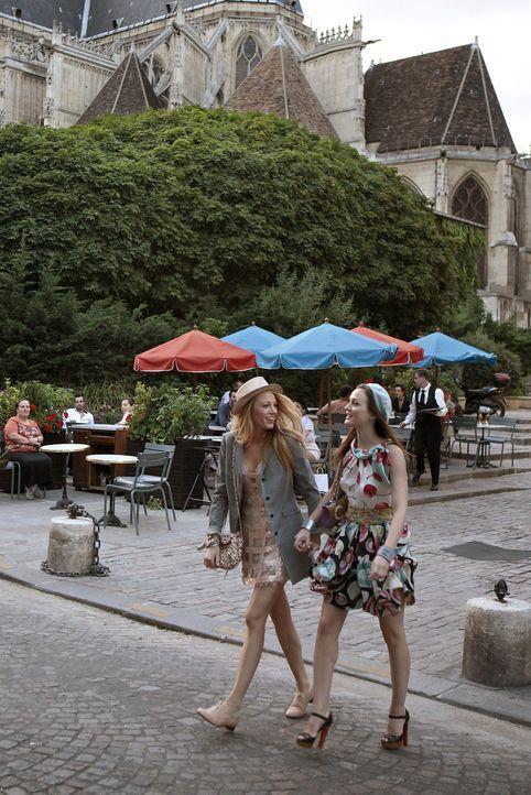Serena (Blake Lively, l.) und Blair (Leighton Meester, r.) genießen das schöne Leben in der Stadt der Liebe: Paris ... - Bildquelle: Warner Brothers