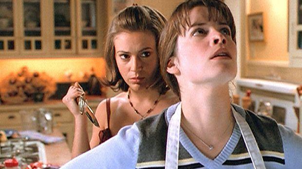 Hat Phoebe (Alyssa Milano, l.) tatsächlich vor, ihre Schwester Piper (Holly M...