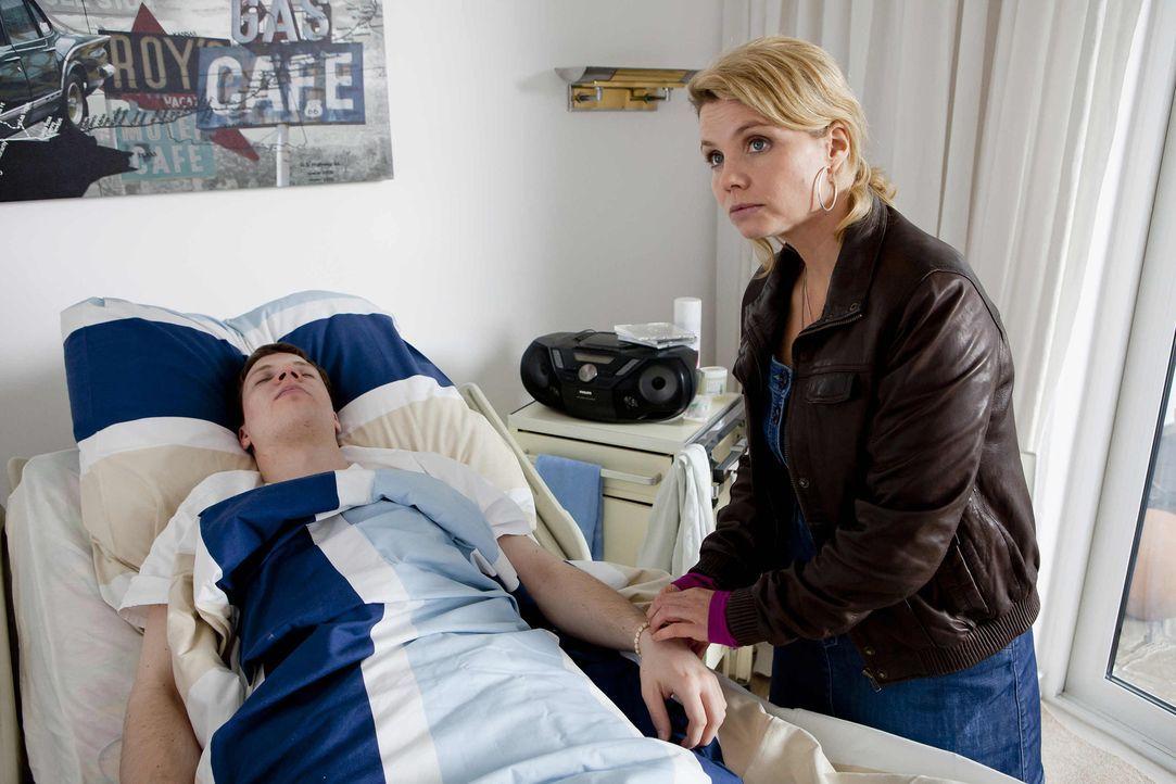 Laura möchte ihren Freund Sebastian (Andreas Loebsack, l.) heiraten, der seit einiger Zeit im Koma liegt, seine Eltern allerdings verbieten dies und... - Bildquelle: Frank Dicks SAT.1