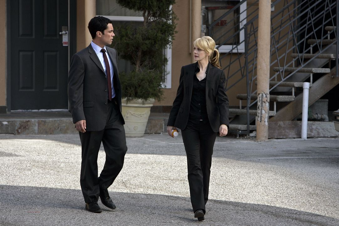 Christina, Rushs (Kathryn Morris, r.) drogenabhängige Schwester, wurde brutal entführt. Rush und Valens (Danny Pino, l.) machen sich auf die Suche .... - Bildquelle: Warner Bros. Television