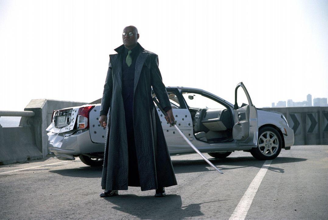 Als Zion die Vernichtung droht, kehrt Morpheus (Laurence Fishburne) zurück in die Matrix, um den Feind auf seinem eigenen Terrain zu schlagen ... - Bildquelle: Warner Bros.