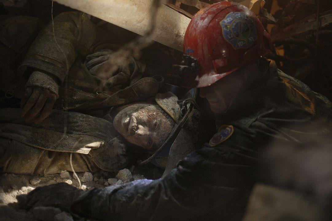 Am 11. September 2001 wird aus dem Alltag einer New Yorker-Polizei-Einheit ein tödlicher Alptraum. Als die Cops in die U-Bahn-Ebene unter den Türm... - Bildquelle: TM &   Paramount Pictures. All Rights Reserved.