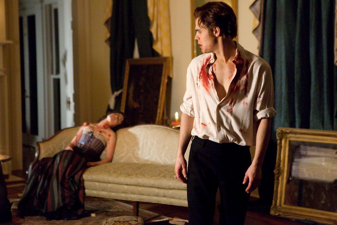 Als frisch verwandelter Vampir schafft es Stefan (Paul Wesley) nicht sich zu beherrschen, er hält sich mehrere junge Frauen zuhause und ernährt sich... - Bildquelle: Warner Brothers