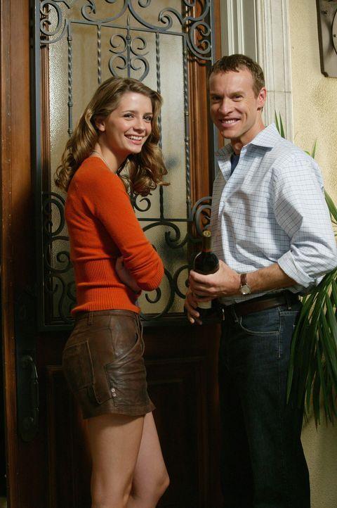 Freuen sich auf das bevorstehende Thanksgiving-Essen bei den Cohens: Marissa (Mischa Barton, l.) und Jimmy (Tate Donovan, r.) ... - Bildquelle: Warner Bros. Television