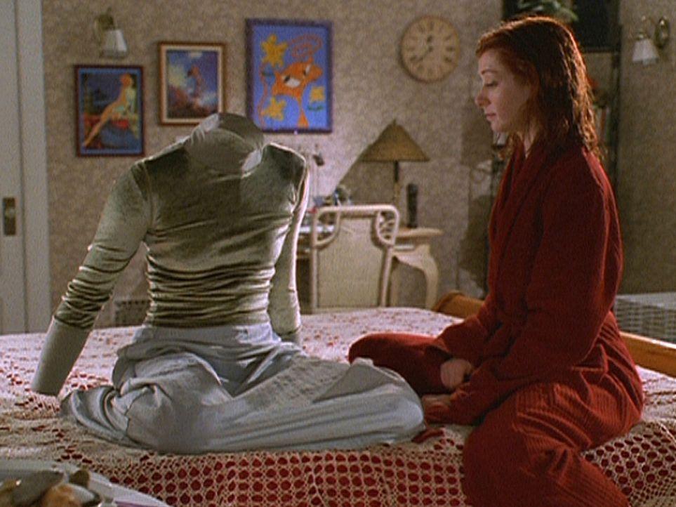 Tara hat sich von Willow (Alyson Hannigan, r.) getrennt. Die zutiefst verletzte Willow zaubert sich deshalb eine magische Figur aus Taras Kleidung. - Bildquelle: TM +   Twentieth Century Fox Film Corporation. All Rights Reserved.