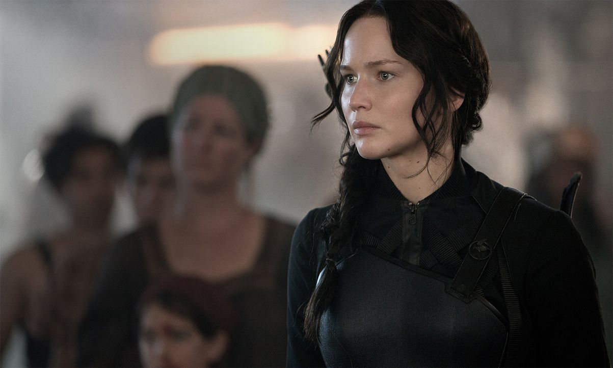 Zahlreiche Hungerspiele haben bei Katniss (Jennifer Lawrence) sichtlich Spuren hinterlassen. Schafft sie es tapfer zu bleiben, um den Gräueltaten in... - Bildquelle: Murray Close TM &   2014 Lions Gate Entertainment Inc. All rights reserved.