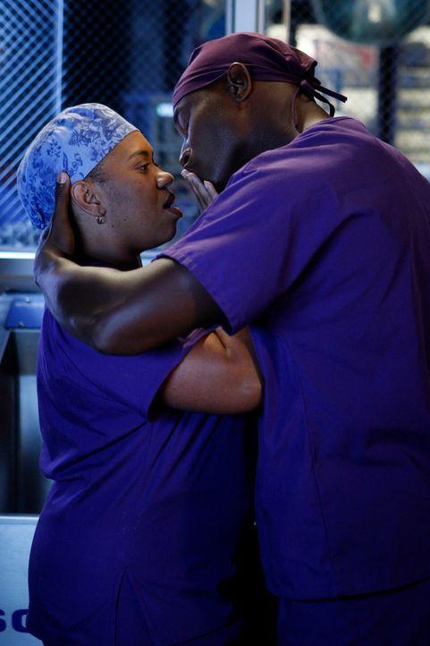 Was geschieht zwischen Sam (Taye Diggs, r.) und Miranda (Chandra Wilson, l.)? - Bildquelle: ABC Studios