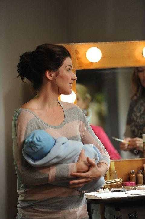 Kristen (Dorian Brown) ist frisch gebackene Mutter und so dreht sich ihr gesamtes Leben nur um ihr Baby. Aber heute stehen Jenna und Drew im Mittelp... - Bildquelle: 2011 FX Networks, LLC. All rights reserved.