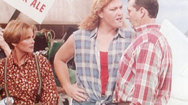 Marcy (Amanda Bearse, l.) und ihre Frauenrechtlerinnen wehren sich gegen Als...