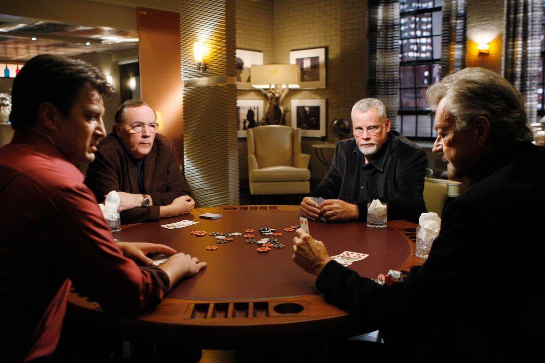 Pokerabend unter Schriftstellern: Stephen J. Cannell (Stephen J. Cannell, r.), James Patterson (James Patterson, 2.v.l.), Michael Connelly (Michael... - Bildquelle: ABC Studios