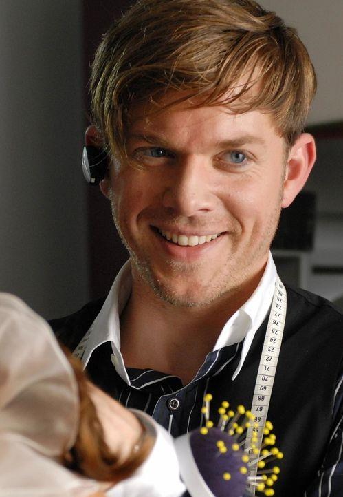 Bellas schwuler Kollege Chris (Steffen Schroeder), der seit Jahren in seinen Hetero-Chef verliebt ist, ist die gute Seele des Unternehmens. Vor alle... - Bildquelle: Reiner Bajo ProSieben