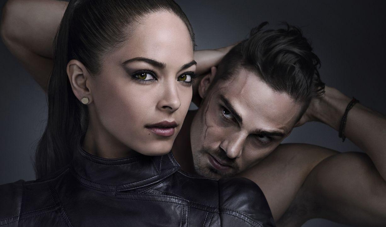 """(1. Staffel) - Fühlen sich zueinander hingezogen, wissen aber, dass eine Verbindung zwischen ihnen extrem gefährlich werden könnte: Catherine """"Cat""""... - Bildquelle: 2012 The CW Network, LLC. All rights reserved."""