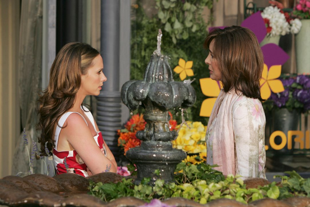 Immer wieder sucht Melinda (Jennifer Love Hewitt, l.) ihre Mutter Beth Gordon (Anne Archer, r.) auf, in der Hoffnung, Antworten auf all ihre Fragen... - Bildquelle: ABC Studios