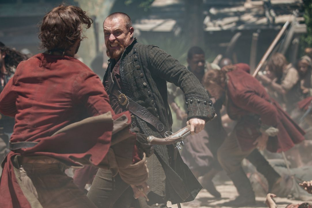 Nimmt zusammen mit John Silver den Kampf gegen die Engländer auf: Captain Flint (Toby Stephens) ... - Bildquelle: David Bloomer 2017 Starz Entertainment, LLC