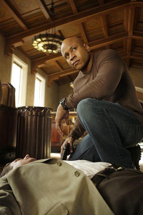 Ein vor kurzem aus dem Gefängnis entlassener PO wird ermordet aufgefunden. Noch kurz vor seinem Tod hat er versucht, mit Callens Undercover-Identit... - Bildquelle: CBS Studios Inc. All Rights Reserved.