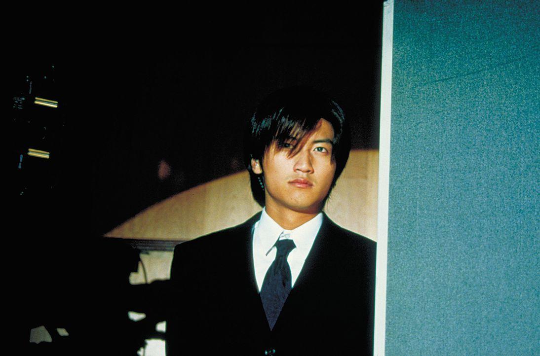 Seit Jahren träumt Tyler (Nicholas Tse) davon, nach Südamerika auswandern zu können. Als er einen Job als Bodyguard annimmt, um möglichst schnell vi... - Bildquelle: 2003 Sony Pictures Television International. All Rights Reserved.