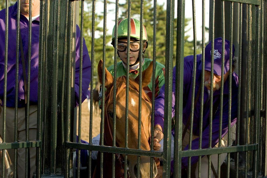 Jockey Manolin (Freddy Rodriguez, M.) schon vielen Pferden zum Sieg verholfen ... - Bildquelle: Epsilon Motion Pictures