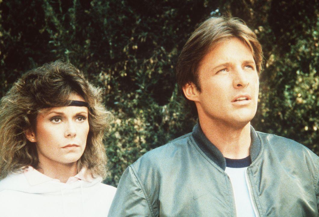Befinden sich in einem dramatischen Wettlauf gegen die Zeit: Lee (Bruce Boxleitner, r.) und Amanda (Kate Jackson, l.) ... - Bildquelle: CBS Television