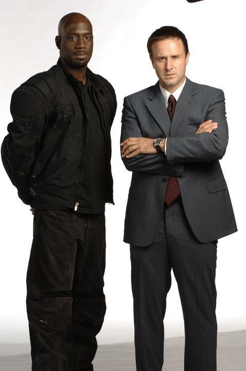 Ein Wettlauf mit der Zeit beginnt für Mike Bookman (David Arquette, r.) und Douglas Campbell (Richard T. Jones, l.) ... - Bildquelle: CBS International Television