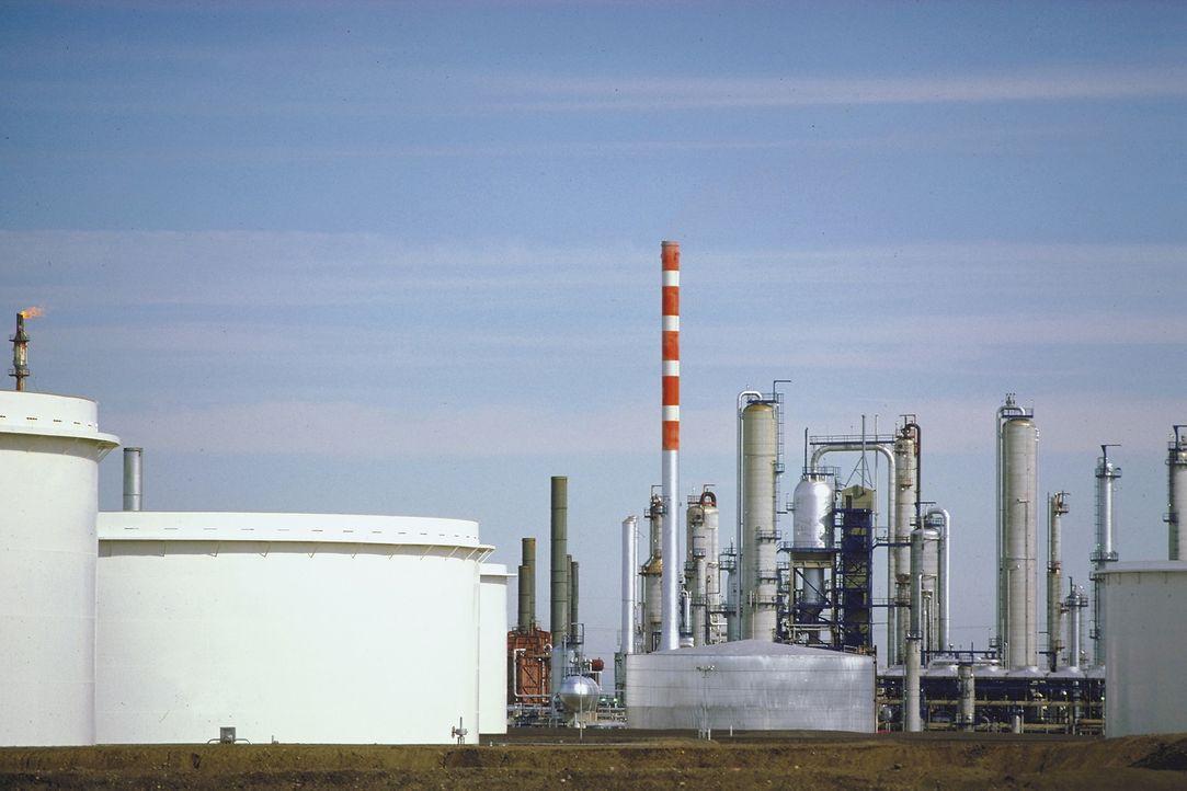 """""""Moderne Wunder"""" schaut hinter die Kulissen einer Ölraffinerie in Südkalifornien. Woher kommt das sogenannte Schwarze Gold und welches Potenzial hat... - Bildquelle: Courtesy Actuality Productions"""