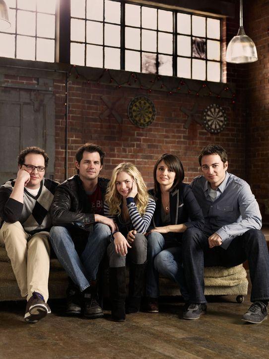 (1. Staffel) - Mit dem plötzlichen Auftauchen von Lux (Brittany Robertson, M.) ändert sich das Leben von Math (Austin Basis, l.), Nate (Kristoffer P... - Bildquelle: The CW   2009 The CW Network, LLC. All Rights Reserved