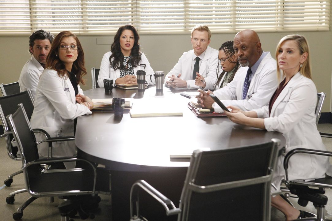 Merediths Mutter Ellis ist Chefärztin am Seattle Greys Hospital und macht der Belegschaft (v.l.n.r.: Patrick Dempsey, Kate Walsh, Sara Ramirez, Kev... - Bildquelle: ABC Studios