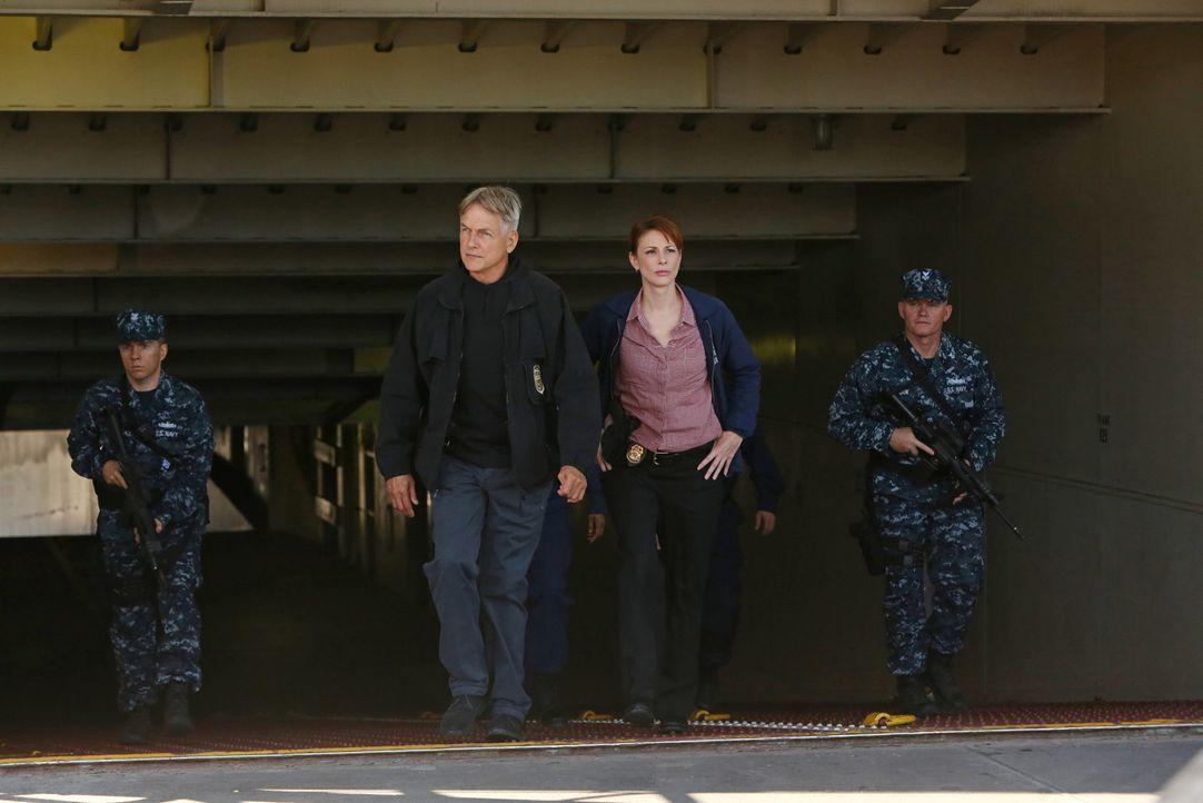 Ermitteln in einem neuen Fall: Gibbs (Mark Harmon, 2.v.l.) und Special Agent Abigail Borin (Diane Neal, 2.v.r.) ... - Bildquelle: Patrick McElhenny 2014 CBS Broadcasting, Inc. All Rights Reserved