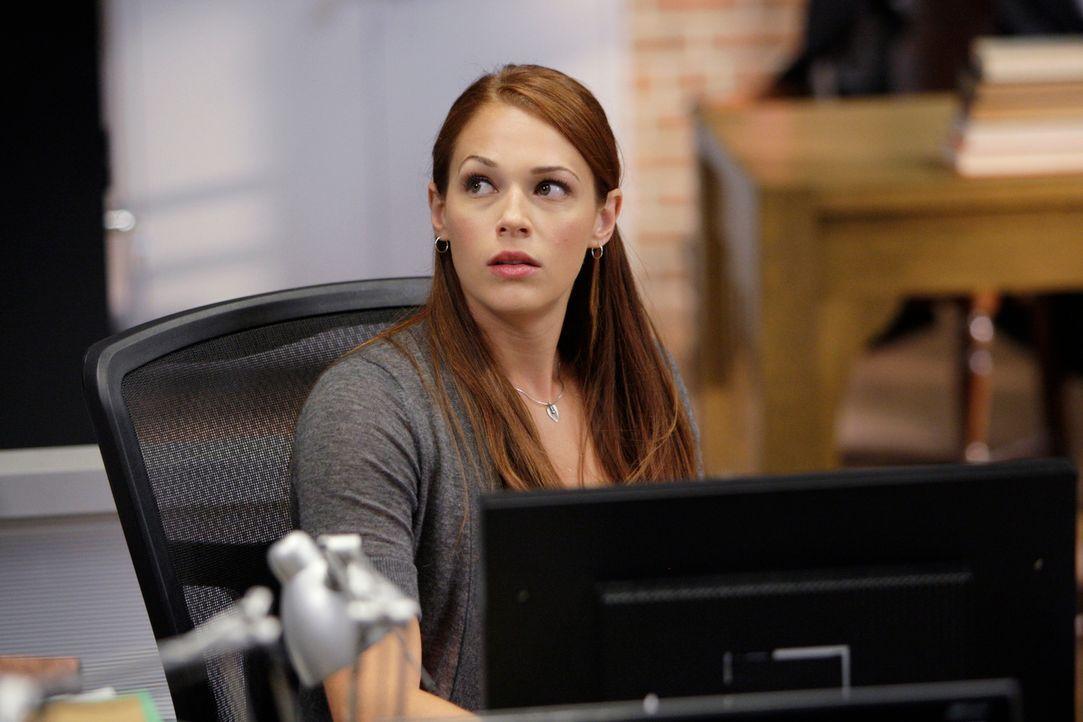 Während Jane plant, das CBI zu verlassen, arbeitet Grace (Amanda Righetti) und das restlichte Team an einem neuen Fall ... - Bildquelle: Warner Bros. Television