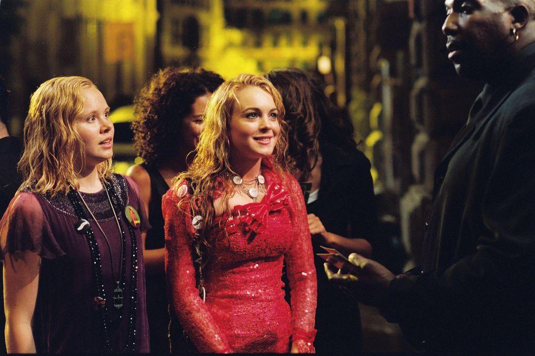 """Als Lola (Lindsay Lohan, r.) und Ella (Alison Pill, l.) sich kennenlernen, merken sie schnell, dass sie eine gemeinsame Vorliebe haben: die Band """"Si... - Bildquelle: MMIV ARGENTUM FILM PRODUKTION GmbH & CO. BETRIEBS KG.  All rights reserved"""
