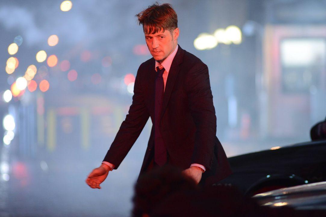 Jim Gordon (Ben McKenzie) und Nanthiel setzen ihre Mission fort, Gotham City zu säubern. Doch dabei treffen sie auf einen der gefährlichsten Auftrag... - Bildquelle: Warner Brothers