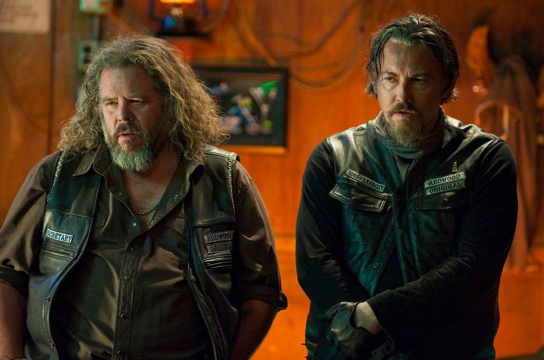 Sagen den Mayans den Kampf an: Bobby (Mark Boone Junior, l.) und Chibs (Tommy Flanagan, r.) - Bildquelle: 2010 FX Networks, LLC. All rights reserved.